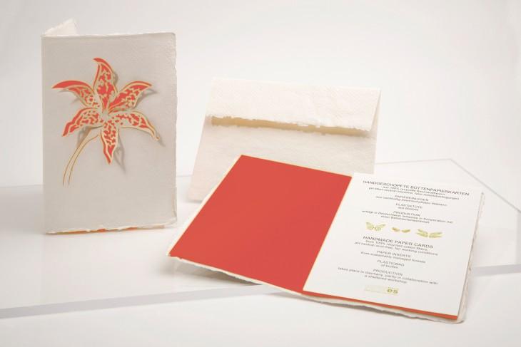 Lilie coralle - Klappkarte aus Büttenpapier