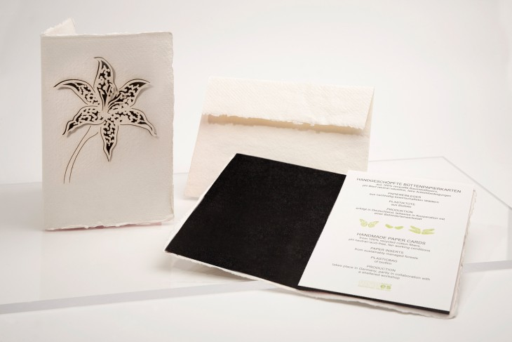 Lilie schwarz - Klappkarte aus Büttenpapier